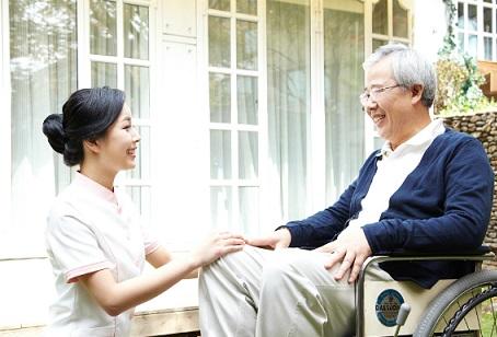 Xu hướng kinh doanh 2021 - Dịch vụ chăm sóc người già